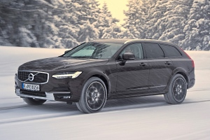Volvo V90 Cross Country in der Farbe Maple Braun Metallic